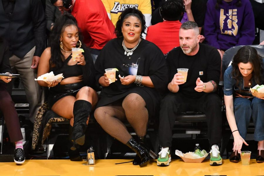 Lizzo%E2%80%99s+outfit+at+the+Lakers+Game+Made+Heads+Turn